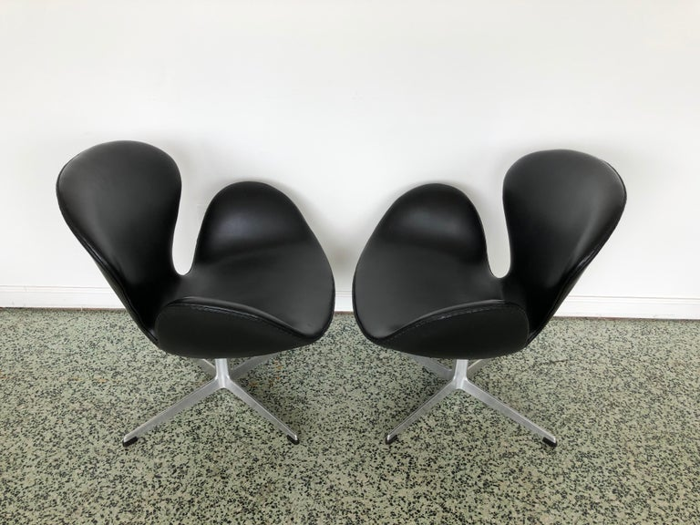 Leather Arne Jacobsen Swan Chair for Fritz Hansen