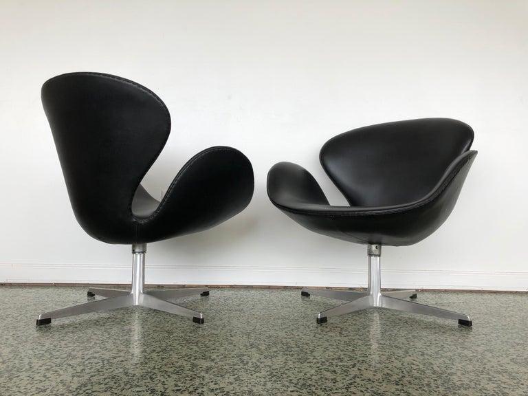 Arne Jacobsen Swan Chair for Fritz Hansen 2