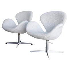 Arne Jacobsen Swan Chairs for Fritz Hansen, circa 1960
