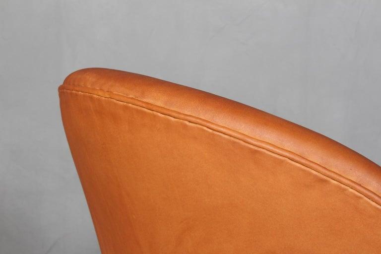Leather Arne Jacobsen Swan For Sale