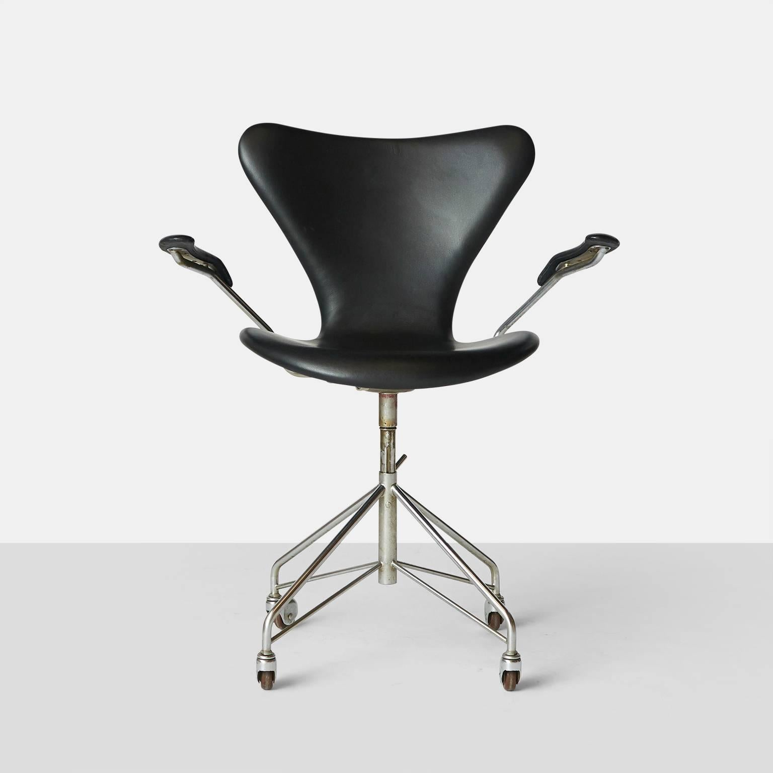 Arne Jacobsen Swivel Desk Chair Model 3217 For Sale at 1stdibs