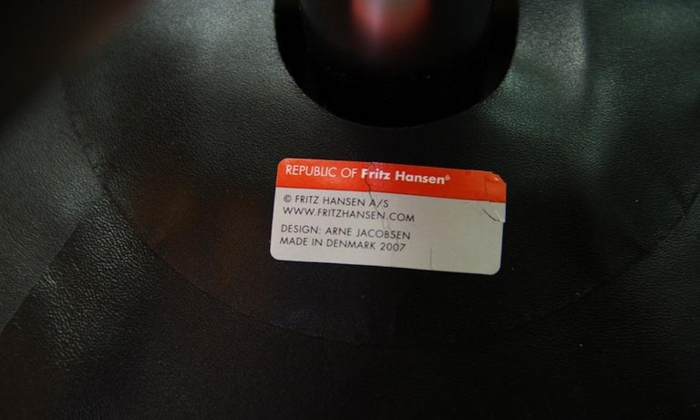 Arne Jacobsen the Egg Chair Elegance Leather Black For Sale 9
