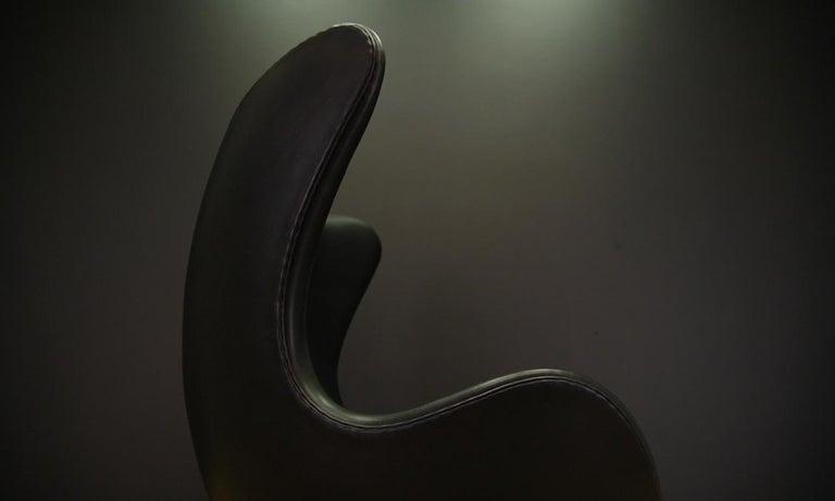 Arne Jacobsen the Egg Chair Elegance Leather Black For Sale 10