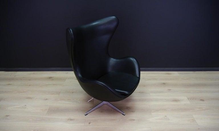 Scandinavian Arne Jacobsen the Egg Chair Elegance Leather Black For Sale