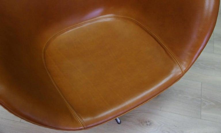 Arne Jacobsen the Egg Chair Elegance Leather Retro For Sale 2