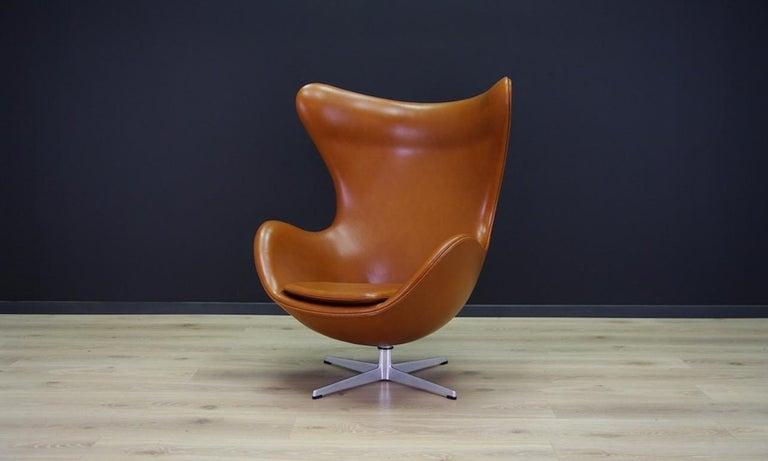 Extraordinary armchair designed by leading Danish designer Arne Jacobsen for SAS Hotel in Copenhagen. Model 3316
