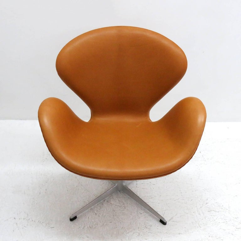 Arne Jacobsen, Swan Chair, Model 3320 For Sale 1