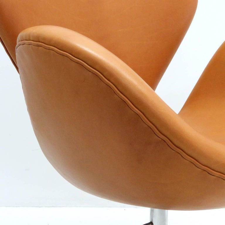 Arne Jacobsen, Swan Chair, Model 3320 For Sale 2
