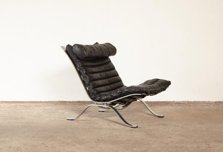 Black leather Ari lounge chair, 1970s, Sweden, designed by Arne Norell for Norell Mobel AB, Sweden. In good condition with minor marks to buffalo leather, no tears or cracks.