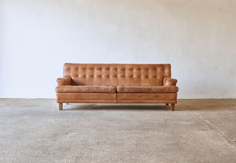 An Arne Norell leather Merkur / Mexico sofa, Sweden, Norell Mobel, 1970s in cognac buffalo leather. Lovely vintage condition with a superb patina and tone. A wonderful example, in very nice condition for its age with minimal signs of use and wear.