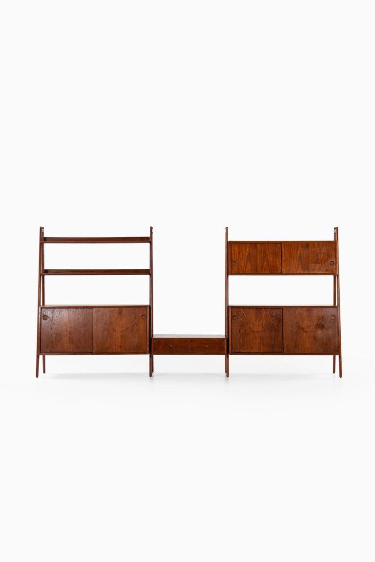 Very rare freestanding bookcase designed by Arne Vodder & Anton Borg. Produced by Vamo in Denmark.