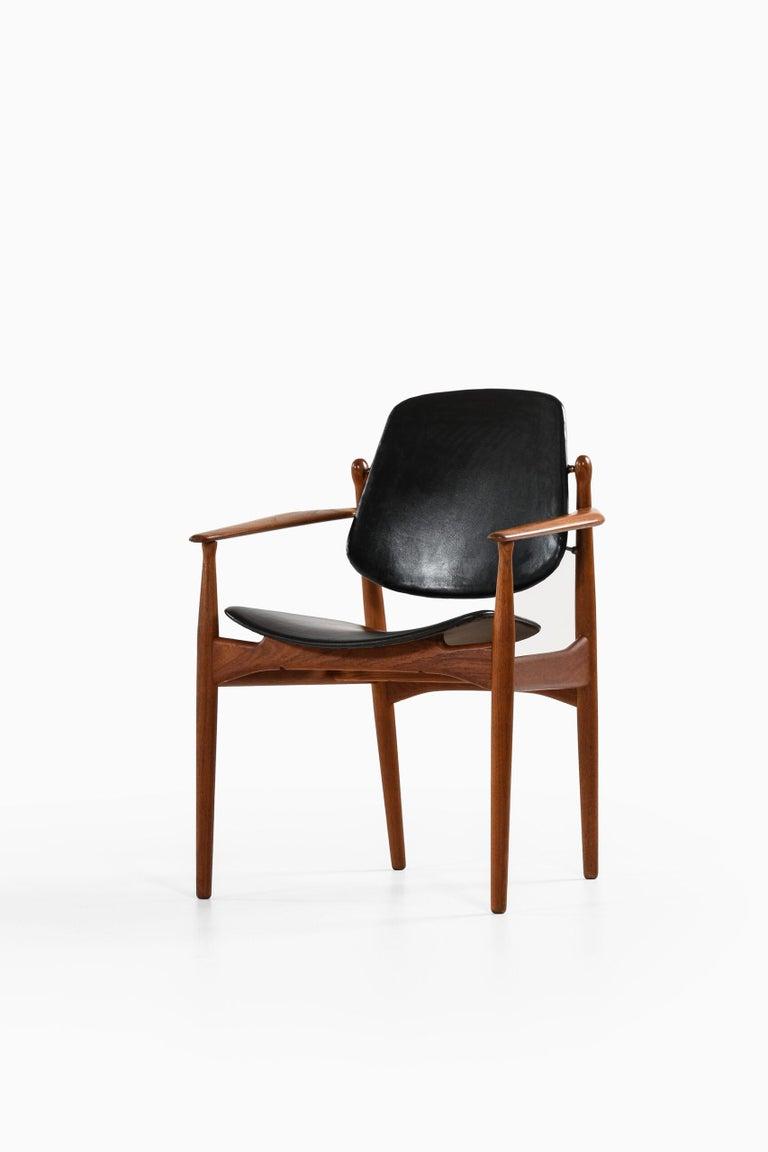 Rare armchair model FD184/L designed by Arne Vodder. Produced by France & Daverkosen in Denmark.