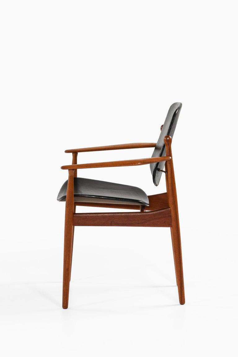 Mid-20th Century Arne Vodder Armchair Model FD184/L Produced by France & Daverkosen in Denmark For Sale