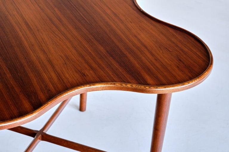 Arne Vodder Attributed Teak Side Table with Quatrefoil Shape, Denmark, 1960s For Sale 3