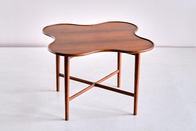 Scandinavian Modern Arne Vodder Attributed Teak Side Table with Quatrefoil Shape, Denmark, 1960s For Sale