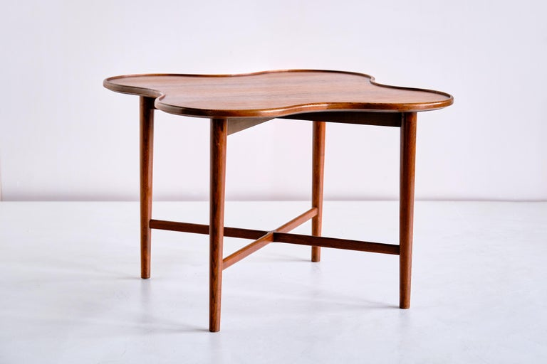 Mid-20th Century Arne Vodder Attributed Teak Side Table with Quatrefoil Shape, Denmark, 1960s For Sale