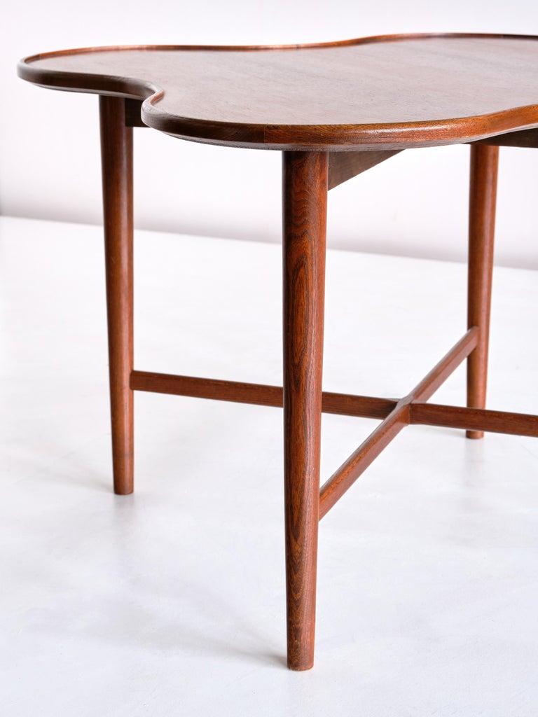Wood Arne Vodder Attributed Teak Side Table with Quatrefoil Shape, Denmark, 1960s For Sale