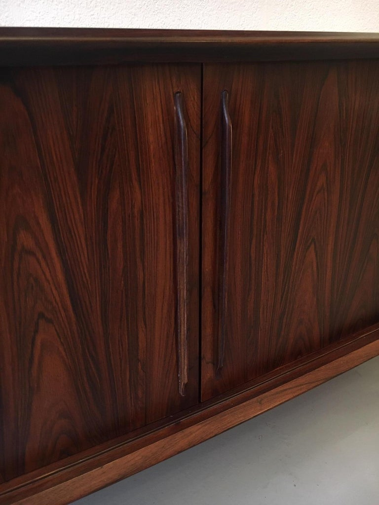 Arne Vodder Bow Front Rosewood Sideboard In Good Condition For Sale In Geneva, CH