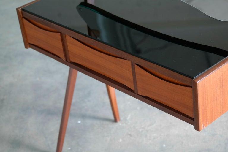 Arne Vodder Danish Midcentury Teak Vanity or Dressing Table with Mirror, 1960s In Good Condition For Sale In Bridgeport, CT