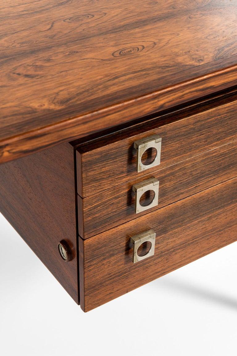 Rare freestanding desk designed by Arne Vodder. Produced by Sibast Møbelfabrik in Denmark.