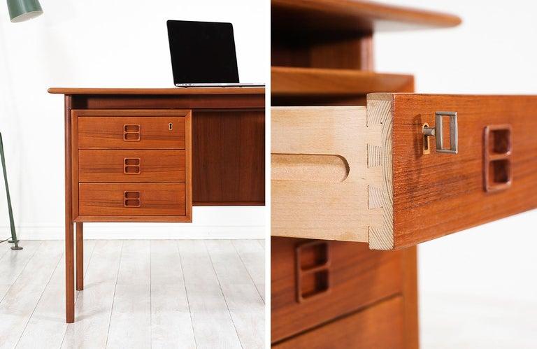 Arne Vodder Executive Teak Desk with Bookshelf for Sibast 5