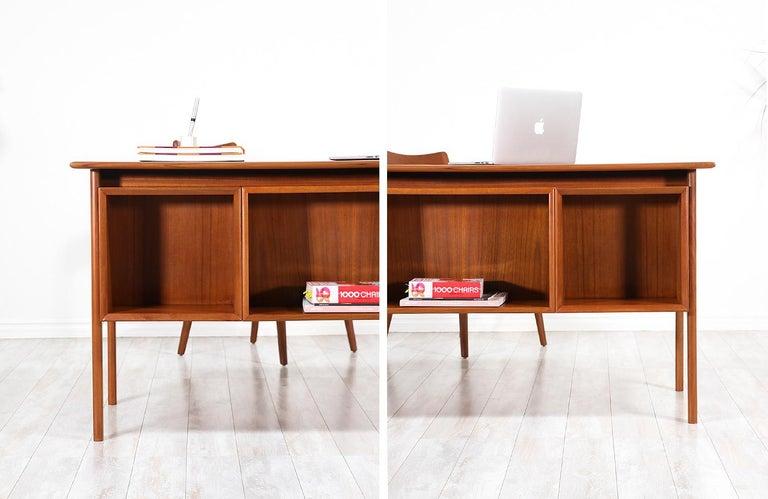 Arne Vodder Executive Teak Desk with Bookshelf for Sibast 6