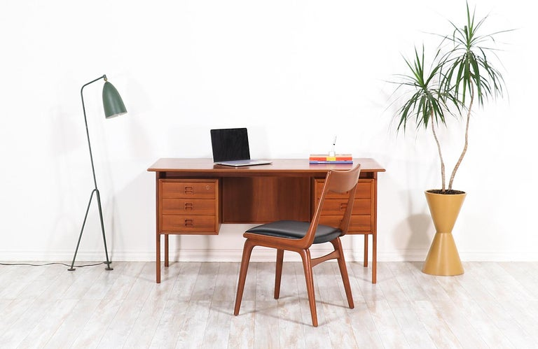 Arne Vodder Executive Teak Desk with Bookshelf for Sibast In Excellent Condition For Sale In Los Angeles, CA