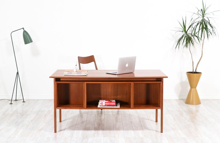 Mid-20th Century Arne Vodder Executive Teak Desk with Bookshelf for Sibast For Sale