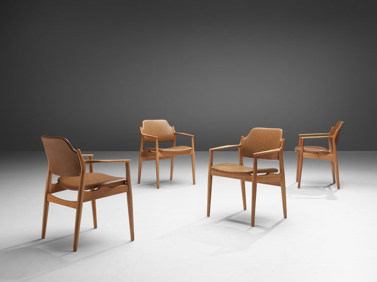 Arne Vodder for Sibast, set of 6 dining chairs model 62A, oak and leatherette, Denmark, 1960s.  This Classic set of six armchairs is executed in oak and leatherette. These chairs are good examples of the great craftsmanship of Arne Vodder. The