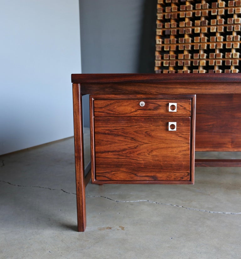 Arne Vodder rosewood executive desk for H.P. Hansen, circa 1960. This piece has been professionally restored.