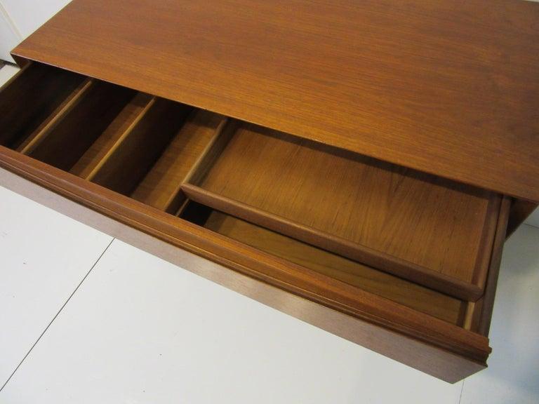 Arne Vodder Small Dresser for Sibast, Denmark In Good Condition For Sale In Cincinnati, OH