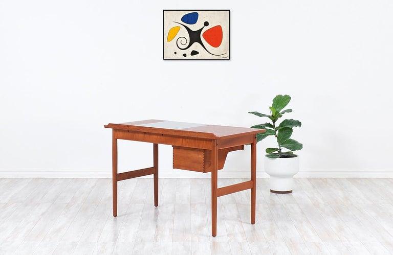 Arne Vodder Teak Vanity / Writing Desk for Sibast Møbler In Excellent Condition In Los Angeles, CA