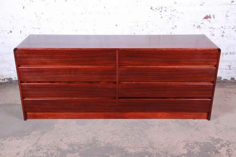 A sleek and stylish Minimalist midcentury Danish modern eight-drawer long dresser or credenza  By Arne Wahl Iversen for Vinde Møbelfabrik  Denmark, 1970s  Measures: 72