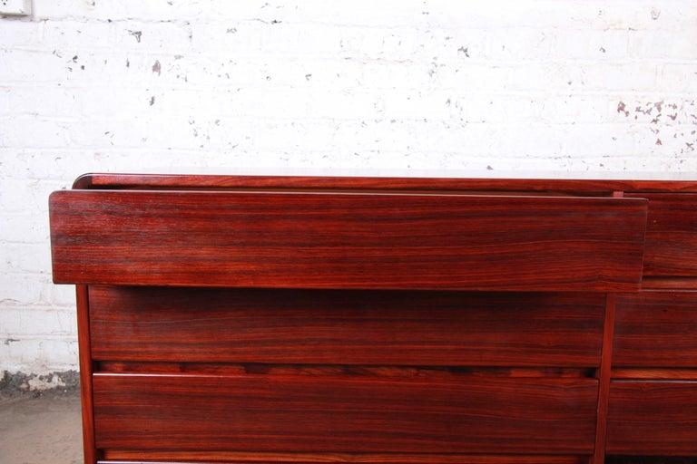 Arne Wahl Iversen for Vinde Møbelfabrik Danish Modern Rosewood Dresser Credenza For Sale 3