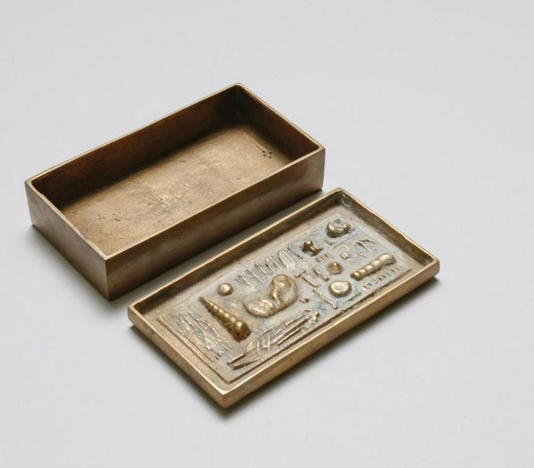Arnoldo Pomodoro cast bronze box sculpture signed II Sestante Sculptural box with lid decorated with geometric motifs, after 1957 Signed under the base: IL SESTANTE The box is part of a series of four boxes made by the two brothers Gio and