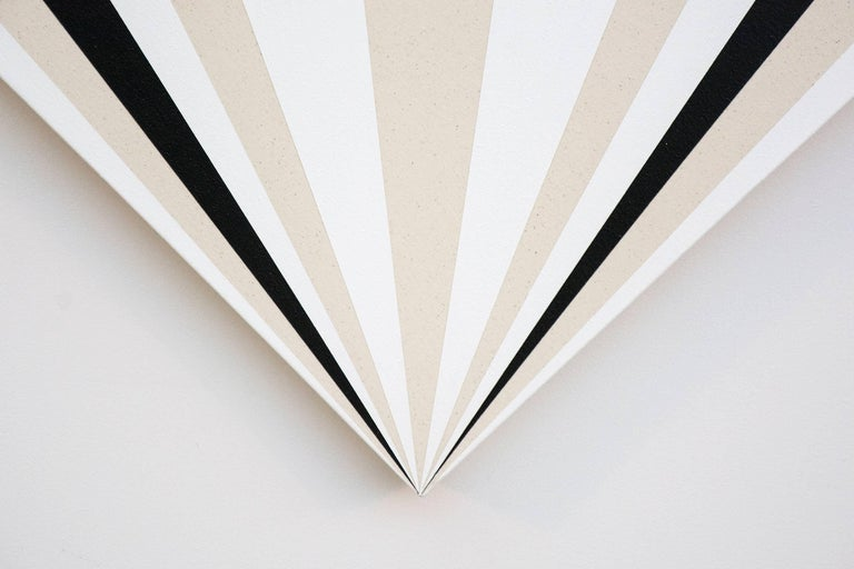 Fan B ,1231212121321 - alternating black & white sequence in art deco style For Sale 1