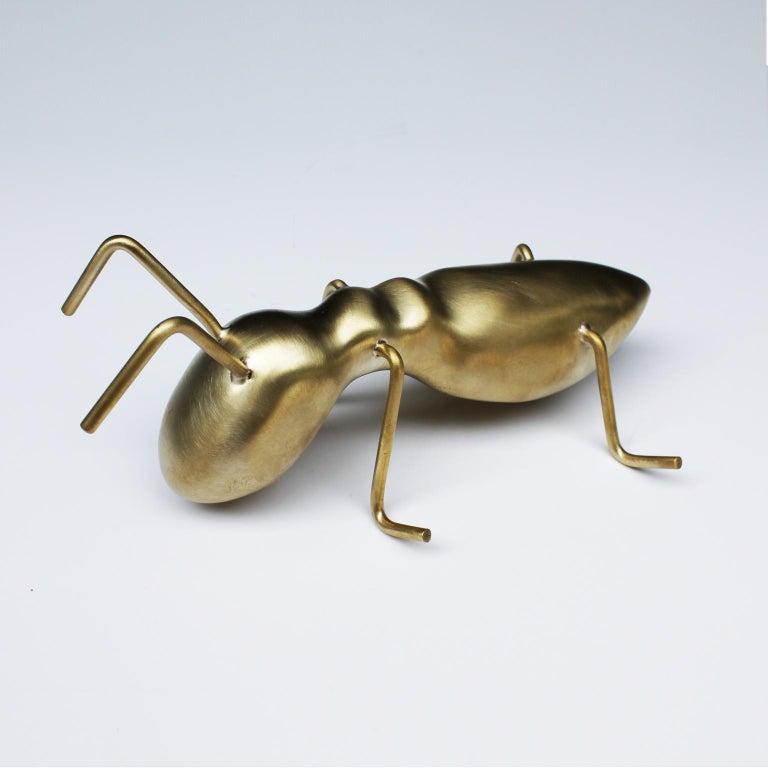 Golden Ant - Contemporary Sculpture by Arozarena De La Fuente