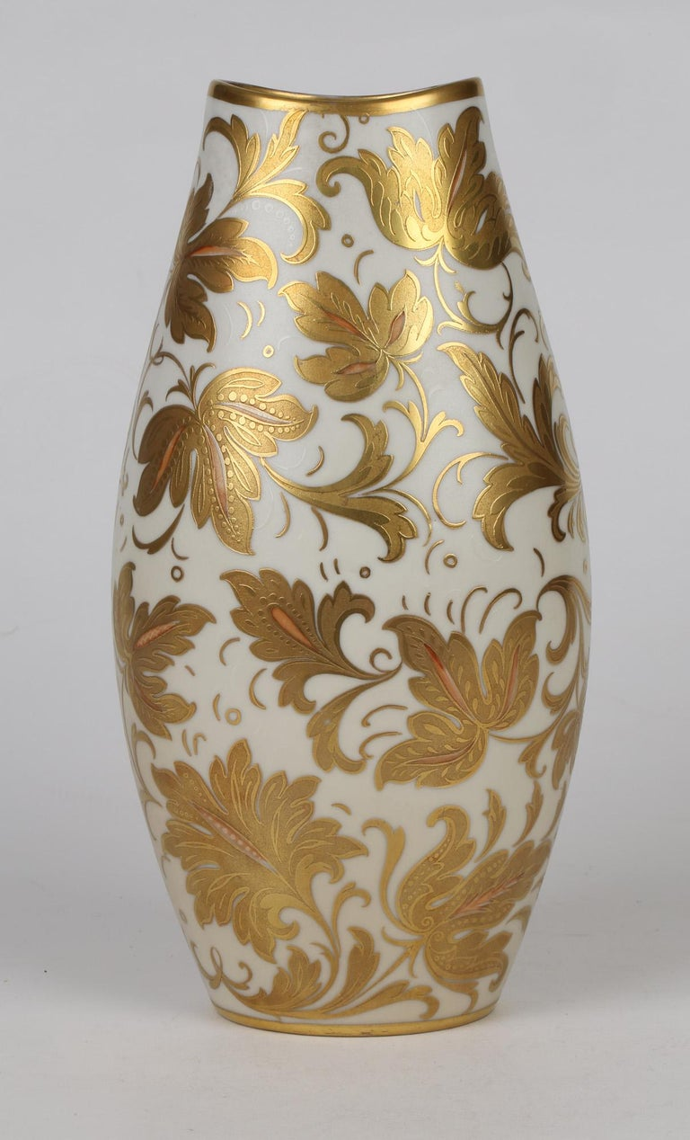 A stunning mid-century Italian Oro Zecchino porcelain vase finely decorated with leaf designs by Arrigo Finzi. This elegantly shaped vase is of slightly compressed oval form standing standing on a narrow oval shaped foot with a fish mouth shaped top