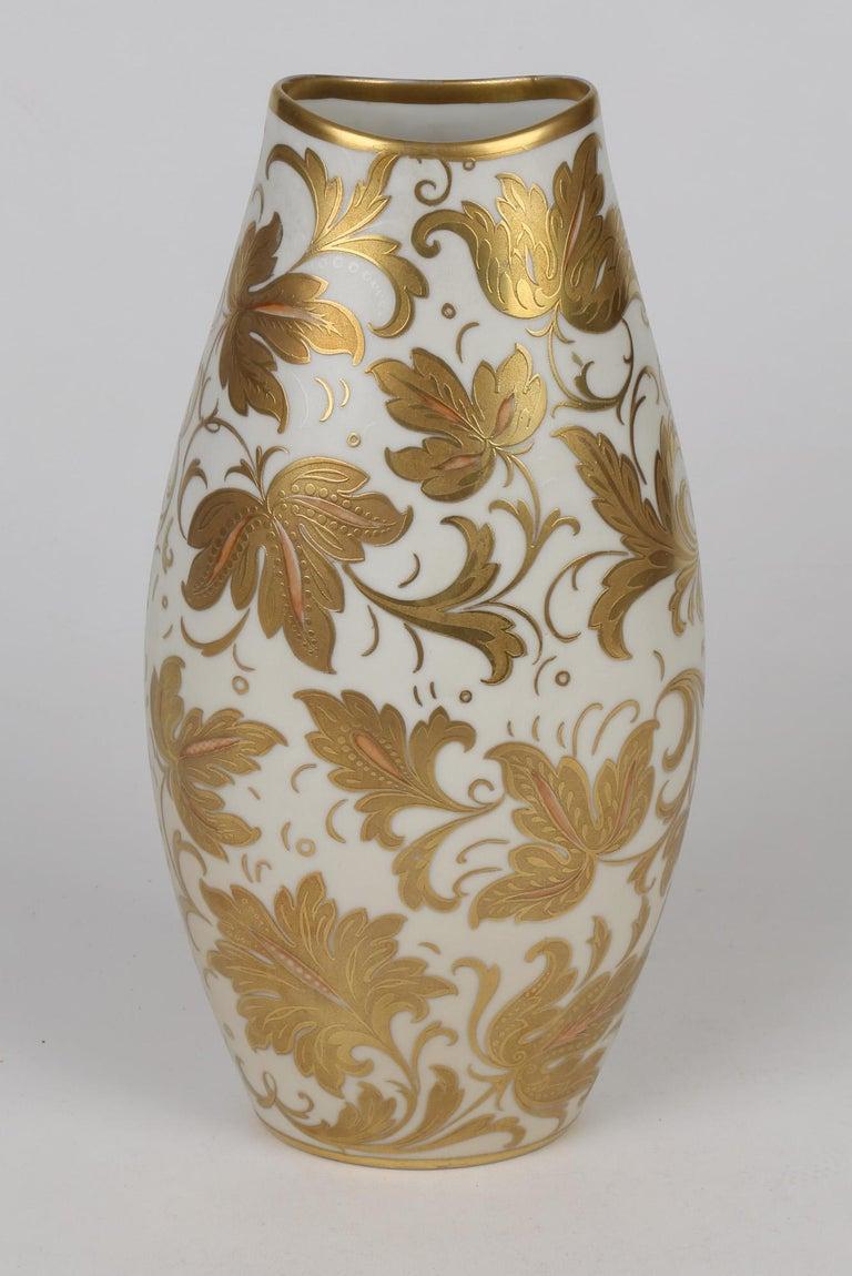 Gilt Arrigo Finzi Italian Mid Century Oro Zecchino Leaf Design Porcelain Vase For Sale
