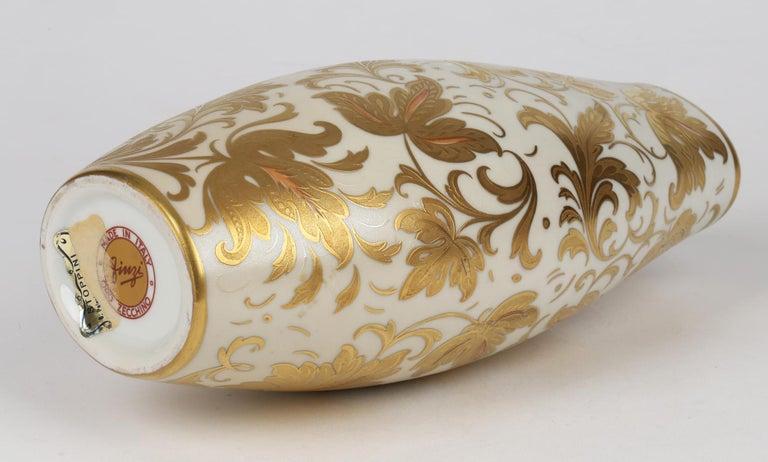 Arrigo Finzi Italian Mid Century Oro Zecchino Leaf Design Porcelain Vase In Good Condition For Sale In Bishop's Stortford, Hertfordshire
