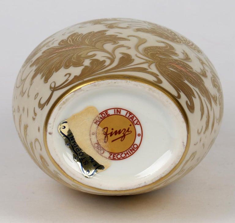 Arrigo Finzi Italian Mid Century Oro Zecchino Leaf Design Porcelain Vase For Sale 1