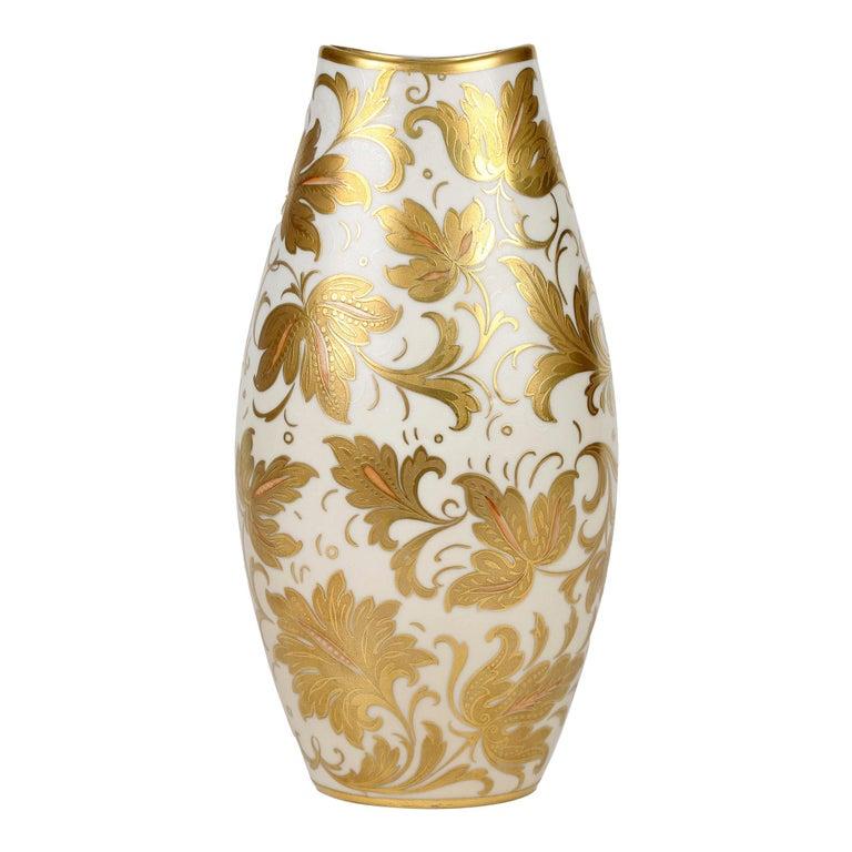 Arrigo Finzi Italian Mid Century Oro Zecchino Leaf Design Porcelain Vase For Sale