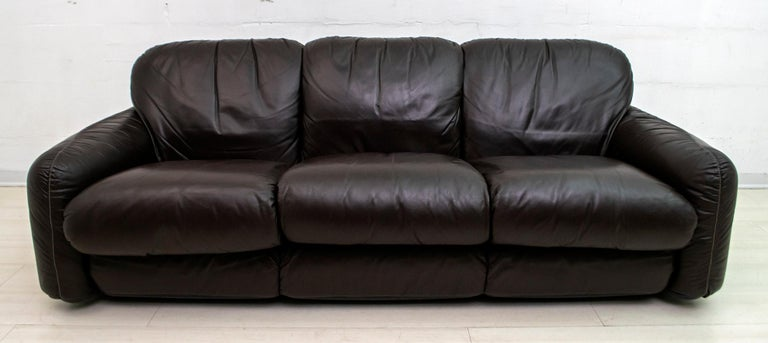 Three-seat sofa in genuine dark brown leather, designed by the famous architect Arrigo Arrigoni and produced by Busnelli in the 1970s.