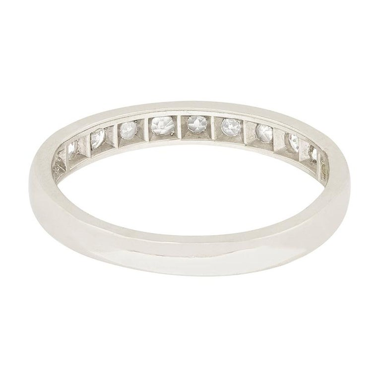 Art Deco 0.55 Carat Diamond Half Eternity Ring, circa 1920s In Good Condition For Sale In London, GB
