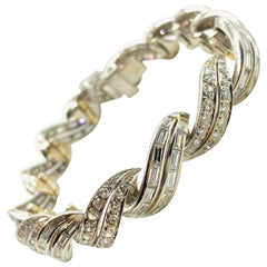 Art Deco 10 Carat Diamond White Gold Swirl Bracelet