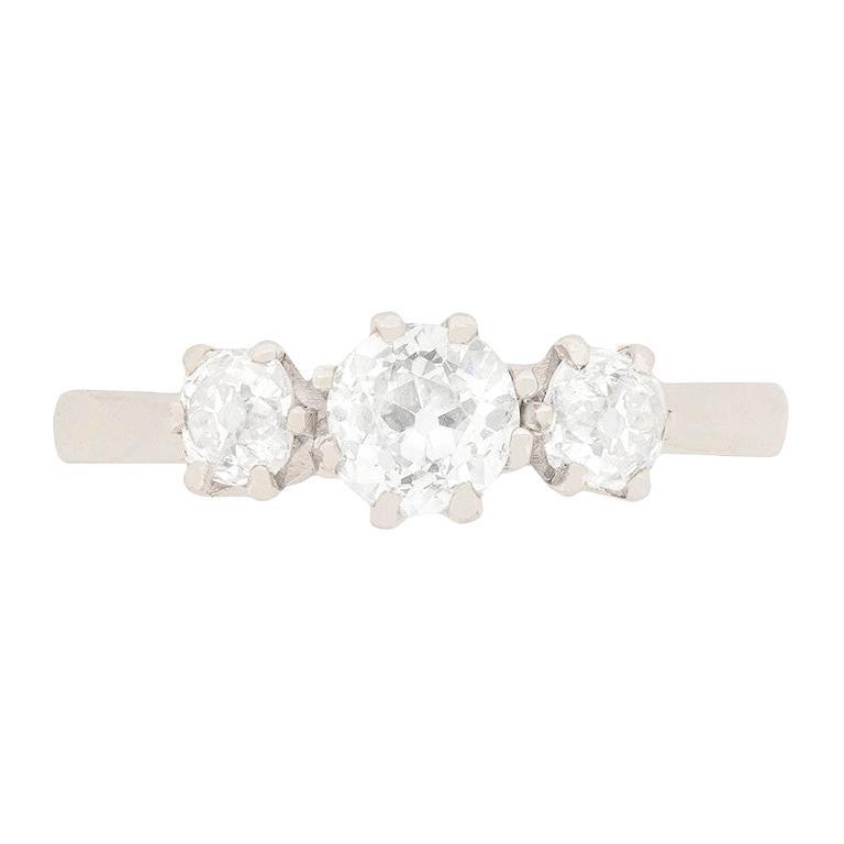 Art Deco 1.00 Carat Diamond Three-Stone Engagement Ring, circa 1920s For Sale