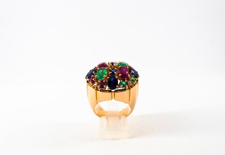 Round Cut Art Deco Style 10.15 Carat Diamond Ruby Emerald Sapphire Yellow Gold Ring For Sale