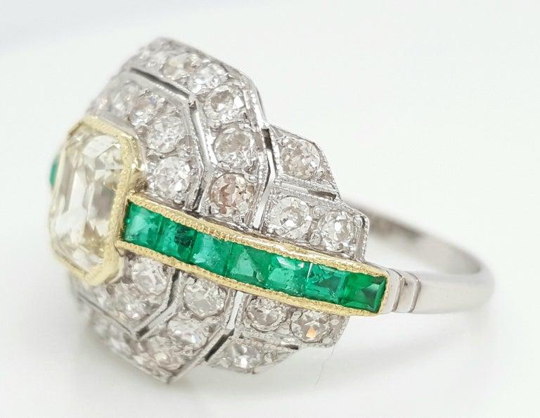 Art Deco 1.24 Carat Emerald Cut Diamond and Emerald Platinum Ring For Sale 5