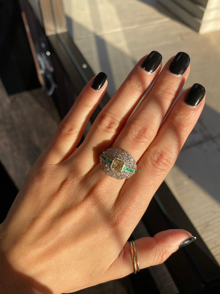 Art Deco 1.24 Carat Emerald Cut Diamond and Emerald Platinum Ring For Sale 6
