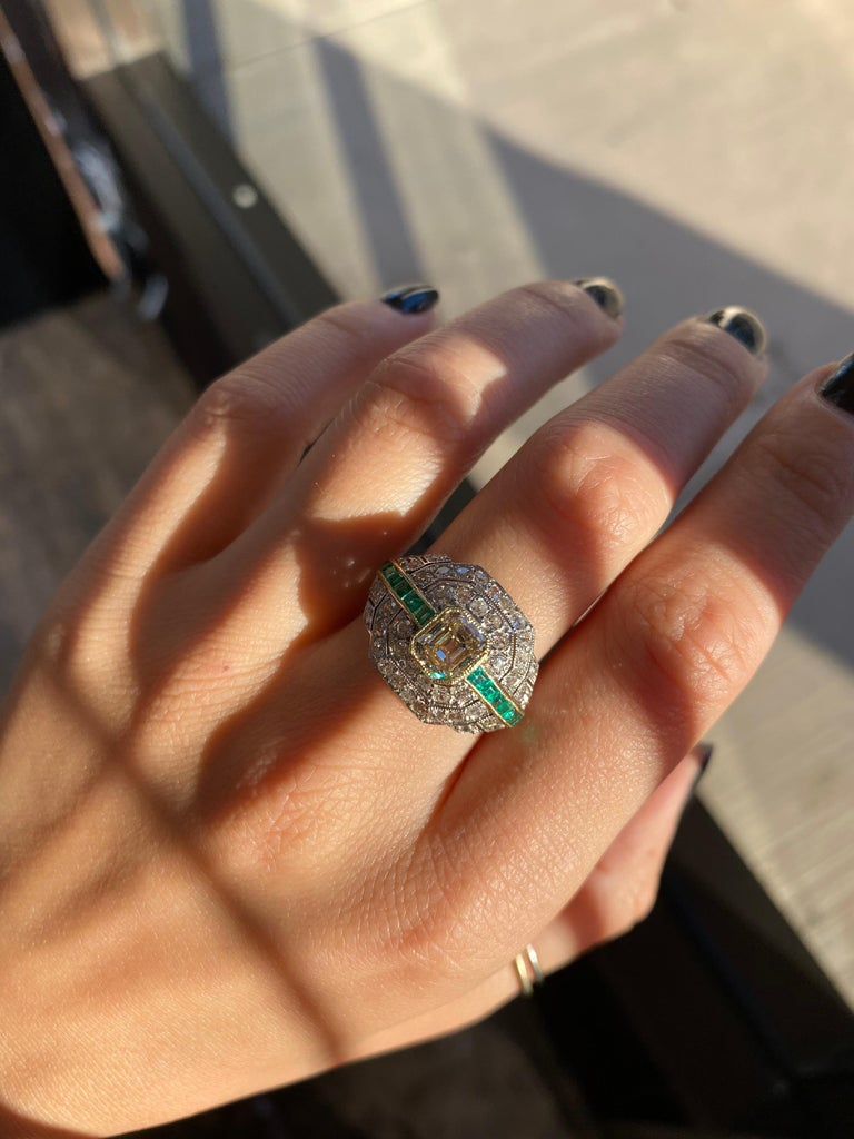 Art Deco 1.24 Carat Emerald Cut Diamond and Emerald Platinum Ring For Sale 7